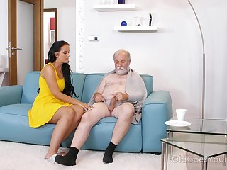 Young super nurse Jennifer Mendez gives a blowjob and titjob to one old sponger