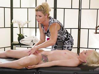 India Summer & Elsa Jean Dramatize expunge Protege lesbians massage